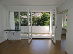 Wohnzimmer mit Balkon einer vermieteten Wohnung in Begenhausen