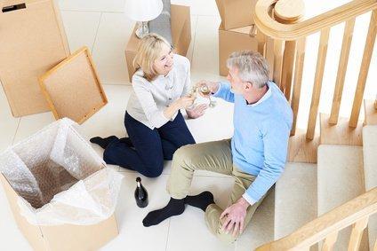 Zufriedenes Kunden-Paar nach Verkauf ihrer Immobilie