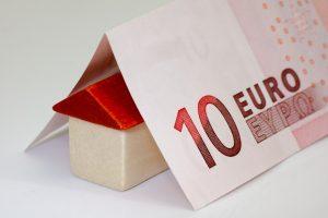 Haus mit 10 Euro Schein