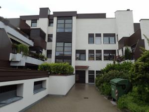 Vorderansicht des Hauses in Gersthofen mit zu verkaufender Wohnung