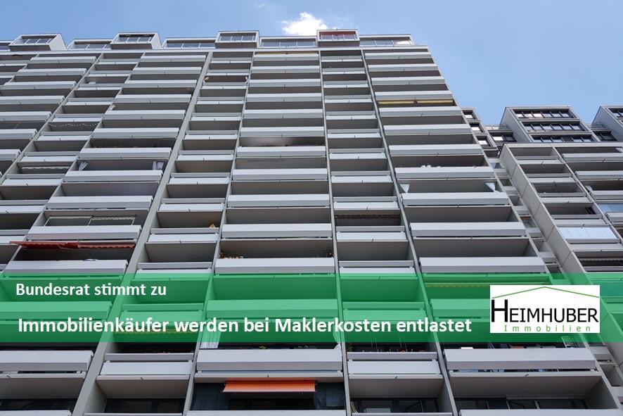 Bild von einer Hochhausfassade mit Schriftzug